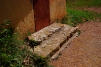 Stone steps of Atelier アトリエの石段 ⓒToshihiko Shibano