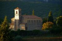 Old Church  古い教会 ⓒToshihiko Shibano まるでイタリア13世紀の画家・ジョットの時代を想起させるような懐かしいたたずまい