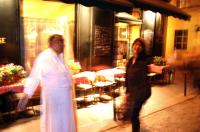 Master in restaurant レストランの主人  右はさつき Paris ⓒToshihiko Shibano