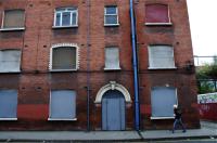 Unique windows 閉鎖された建物の窓にもそれぞれの個性が。 ⓒToshihiko Shibano