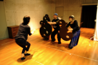 Practice scenery 群衆の稽古1。  振り付けをしているのは、早川ゆかり氏。ⓒToshihiko Shibano