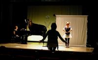 Practice in the real stage 1 本番と同じ舞台での稽古。鹿役のパフォーマンスを演じるのは高校を卒業して間もない守谷愛乃(よしの)さん。 ⓒToshihiko Shibano