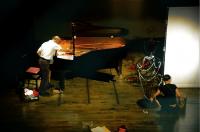 Tuning of piano ピアノの調律をする山下さん。10年以上、最も頼れる人だったのに、この8月に熱中症で倒れ連絡がとれなくなってしまった。右は美術の加藤節子さん。 ⓒToshihiko Shibano