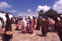 Market on Thursday 3 木曜市場(Khemis Anjra)女性達は四方山話に花を咲かす ⓒToshihiko Shibano