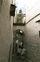 Maze of Medina  メディナの迷路 狭くて薄暗い迷路を学校に通う子供たちが新鮮だった。ⓒToshihiko Shibano