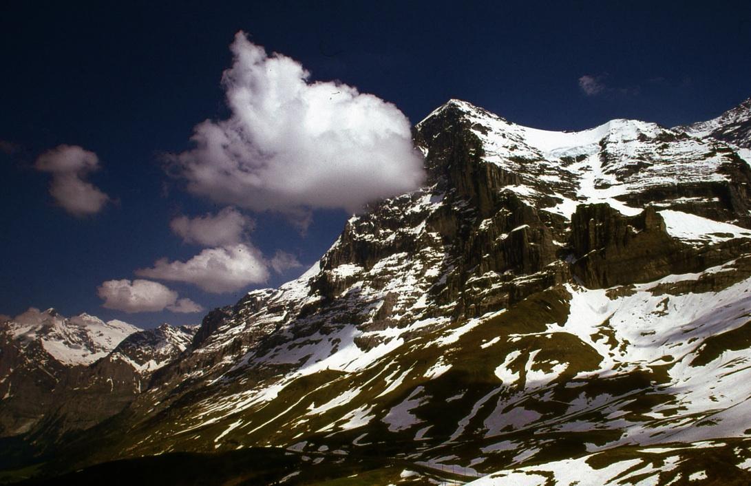 アイガー北壁 Eiger North Face  1800mの垂直に切り立った壁。数多くのクライマーの命を奪った壁である。ⓒToshihiko Shibano