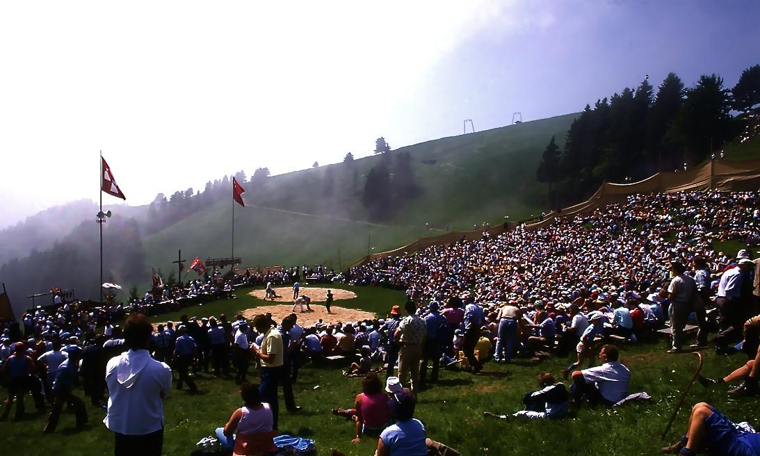 スイス相撲3 牧童たちの遊びから発展したらしい。 Swiss Wrestling 3 ⓒToshihiko Shibano