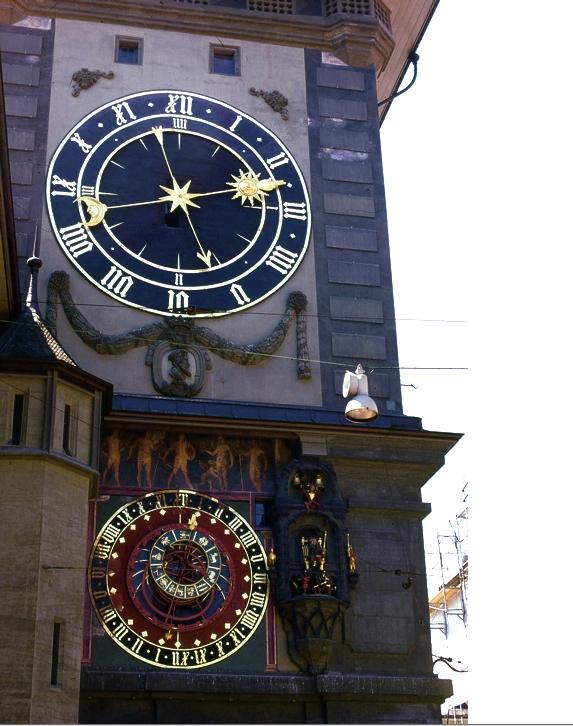 スイスで最も古いベルンの時計塔 The oldest clock tower of Bern in Switzerland  創建は13世紀。どんどん付け足されて現在の姿に。 ⓒToshihiko Shibano