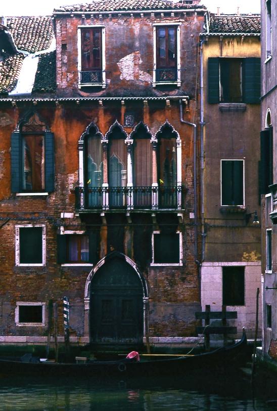 まるでロミオとジュリエットのバルコニーみたい  It looks like a balcony  of Romeo and Juliette   ⓒToshihiko Shibano