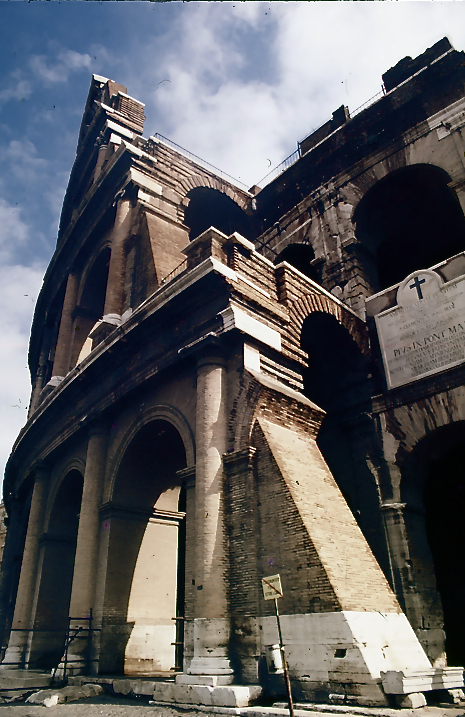 コロッセウム入り口 Entrance of the Colosseum  ⓒToshihiko Shibano