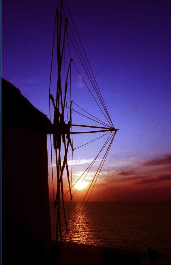ミコノス島の象徴は丘の上の風車 The symbol of the Mykonos Island is a windmill on the hills. Photography 40 years ago 40年前の風景だけど、今も変わらないのでは?    ⓒToshihiko Shibano
