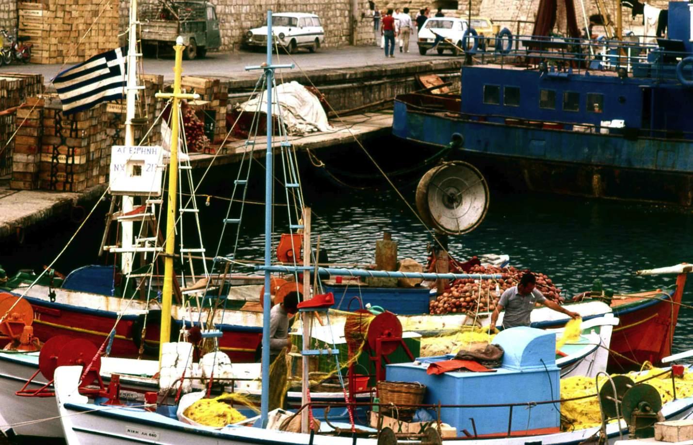 色鮮やかな漁船  Colorful fishing boats 日本の漁船よりもずっとカラフルである  ⓒToshihiko Shibano